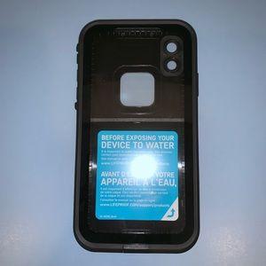 iPhone XR FRĒ LifeProof black case